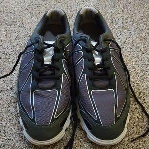Men's FootJoy golf shoes in a size 10 medium